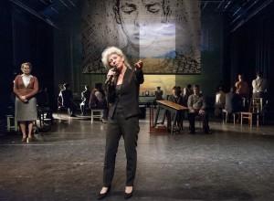 Alleen in Berlijn, Toneelgroep Maastricht